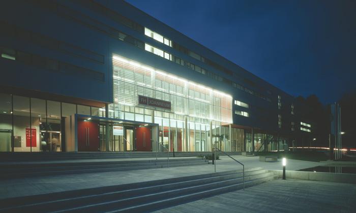 Fachhochschule Bad Gleichenberg: Eingang © Helmut Tezak